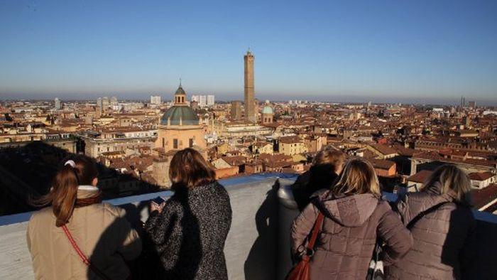 immagine turisti bologna